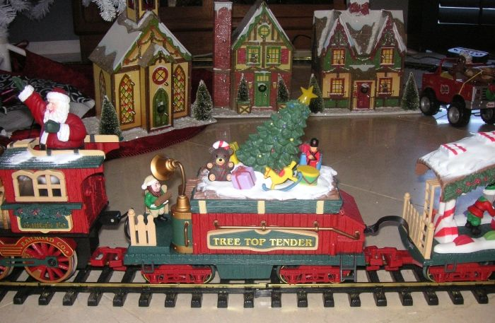 BRIGHT HOLIDAY EXPRESS #387 G SCALE ELECTRIC TRAIN ANIMATED CHRISTMAS